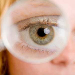 近视眼眼睛变形图片8