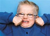 小儿多动症危害多 及时治疗勿忽视